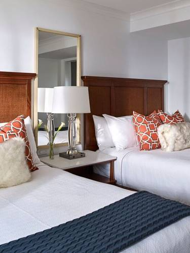 Queen Beds in the Cove Suites